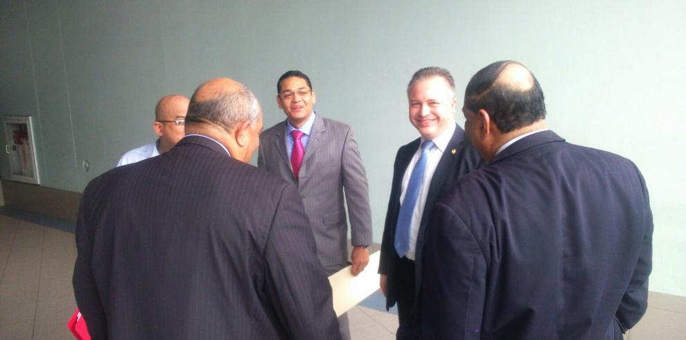 Empresa Overseas United solicita suspensión de contratos a trabajadores
