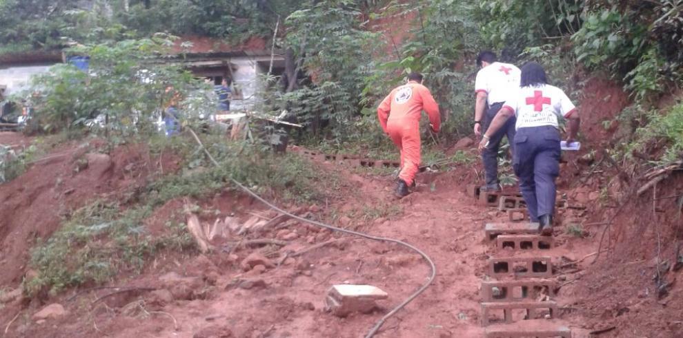 Varias familias afectadas por deslaves e inundaciones en Colón
