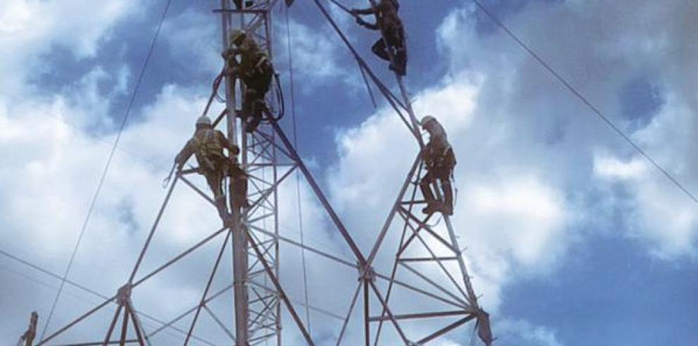 49% de avance registra tercera línea de transmisión eléctrica