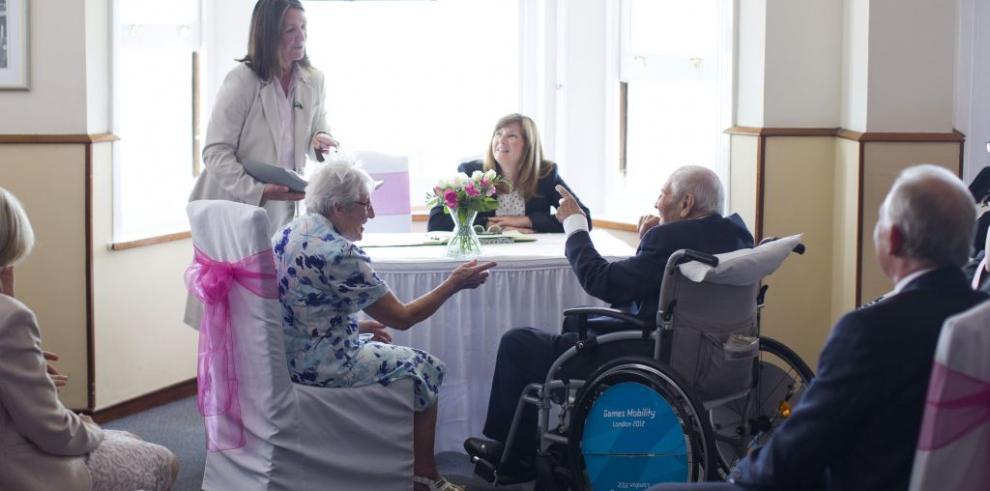 Celebran en Inglaterra el matrimonio más viejo del mundo