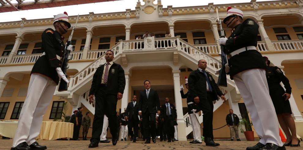 Varela reconoce a colaboradores de la VII Cumbre de las Américas
