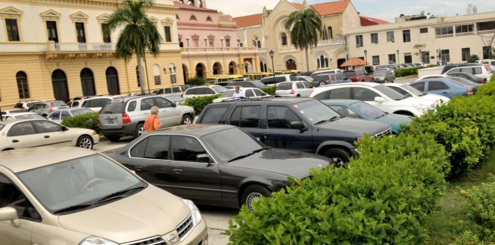 Proponen uso de terrenos estatales para construir estacionamientos