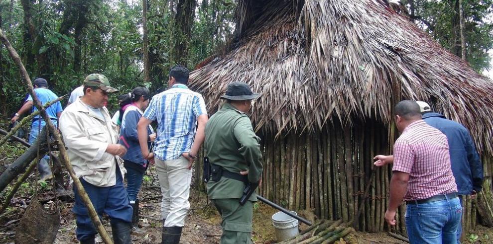 Desalojan a familia precarista indígena