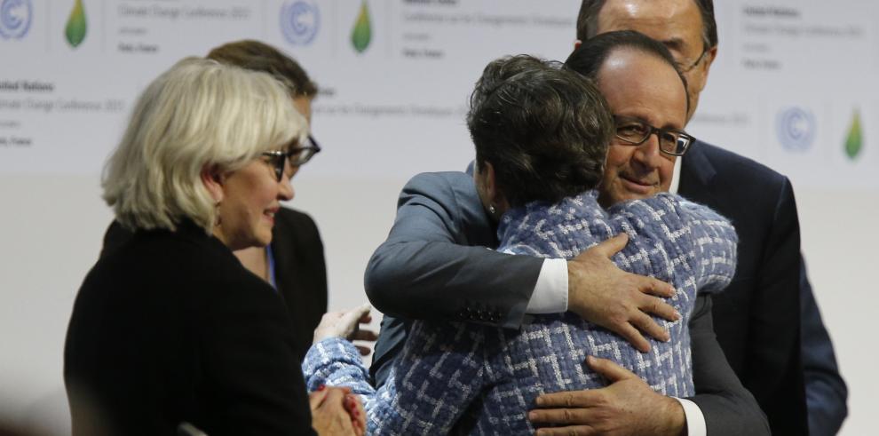 Adoptan en París histórico acuerdo contra cambio climático