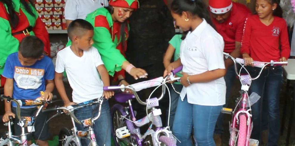 Niños del distrito de Antón celebran Navidad