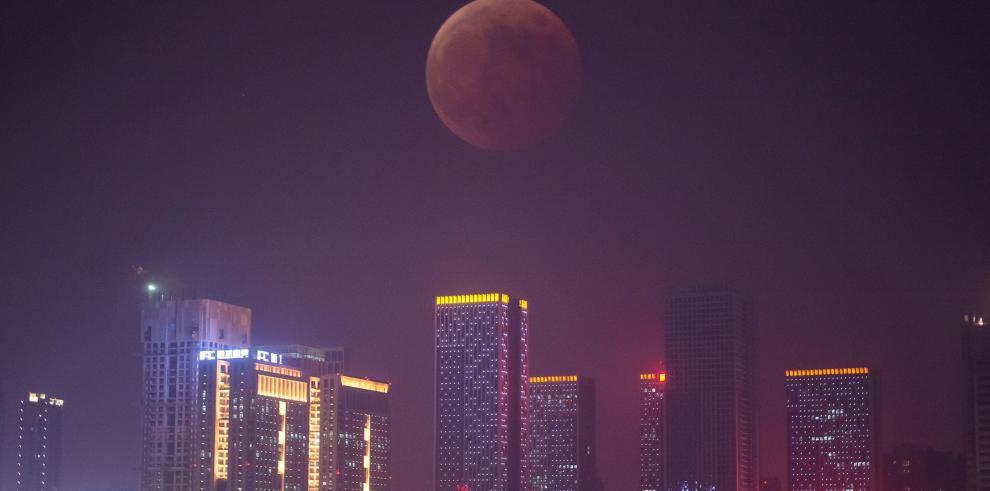 Una superluna teñirá de rojo la madrugada del lunes