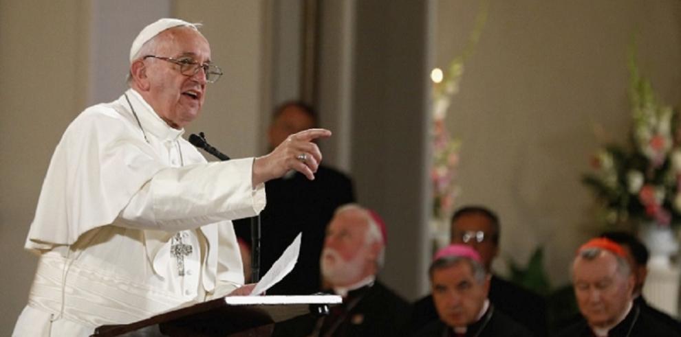El papa Francisco deja Washington en dirección a Nueva York