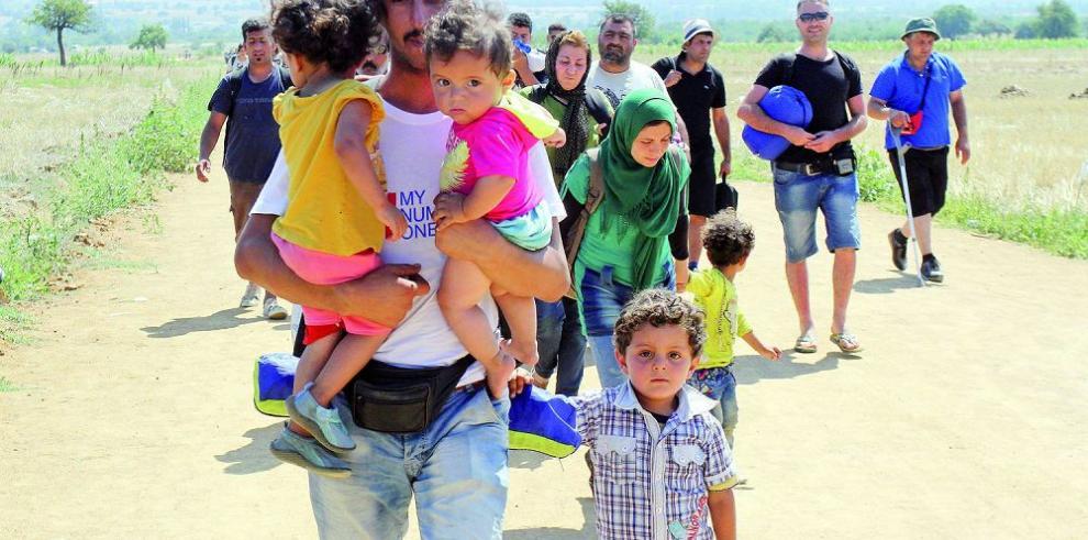 700 niños buscan refugio a diario