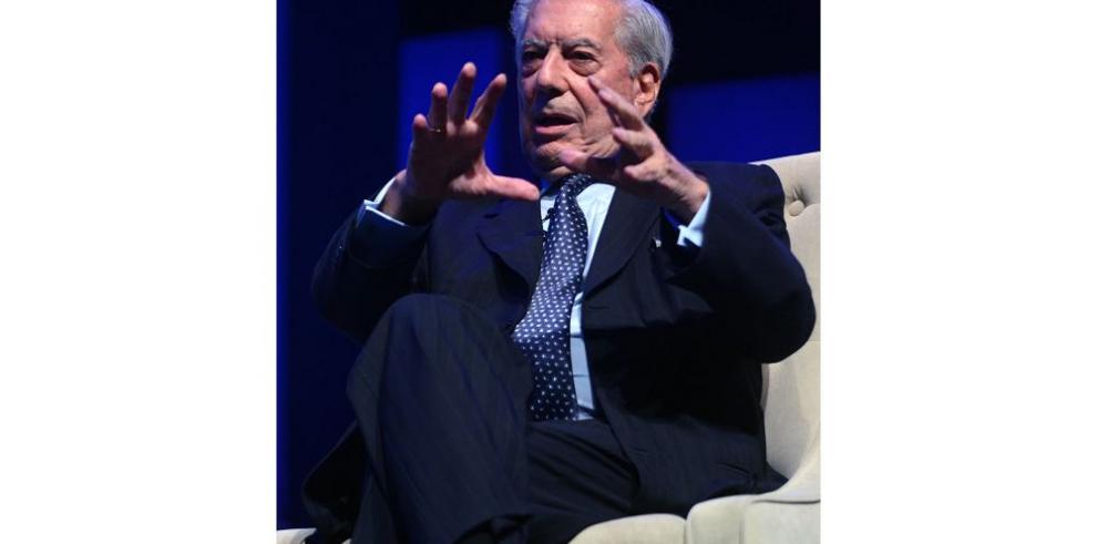 Mario Vargas Llosa quiere divorciase