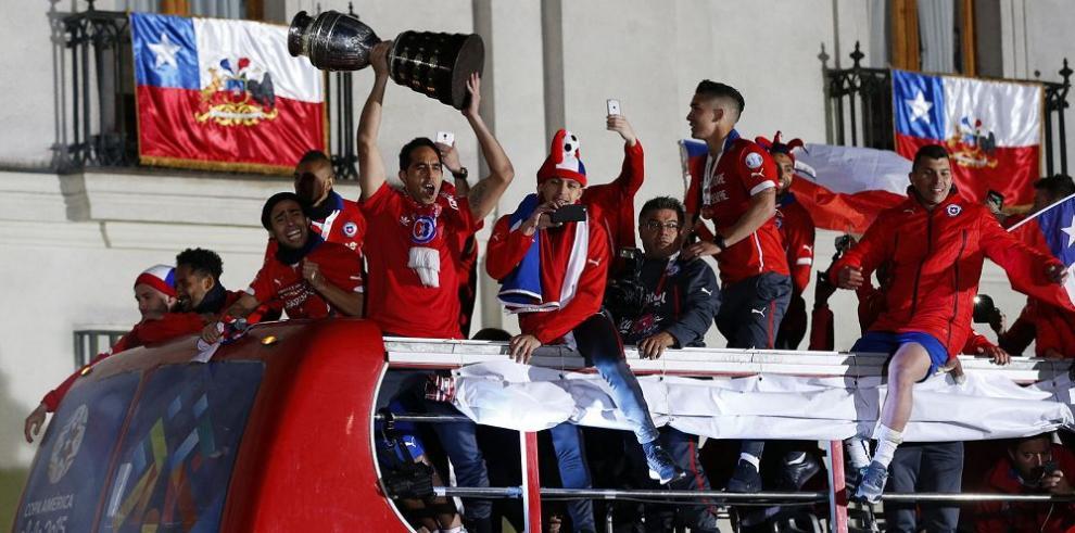 Chile se embriaga de felicidad con el título
