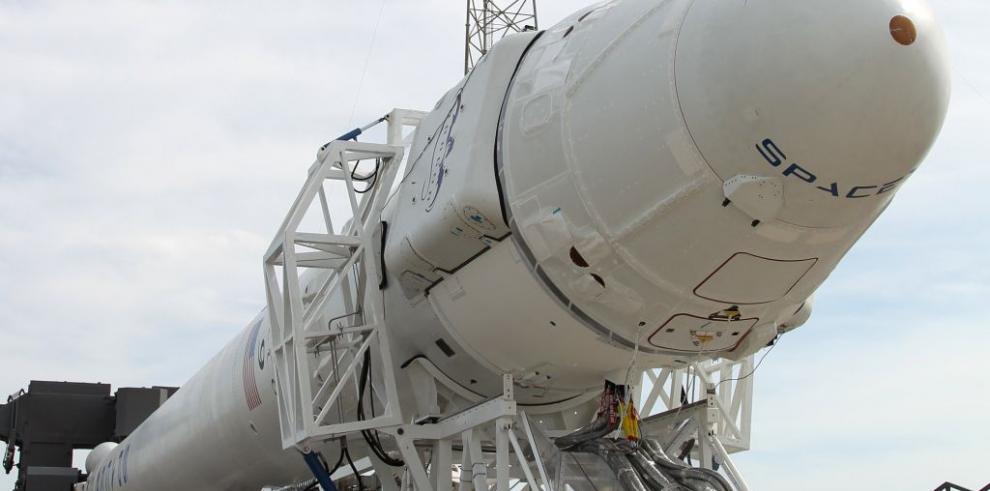 SpaceX intentará el sábado posar un cohete en una plataforma flotante