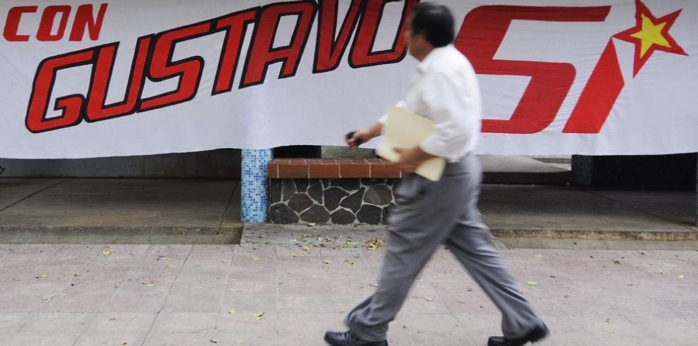 Tráfico de fallo arrincona al rector de UP y a Benavides