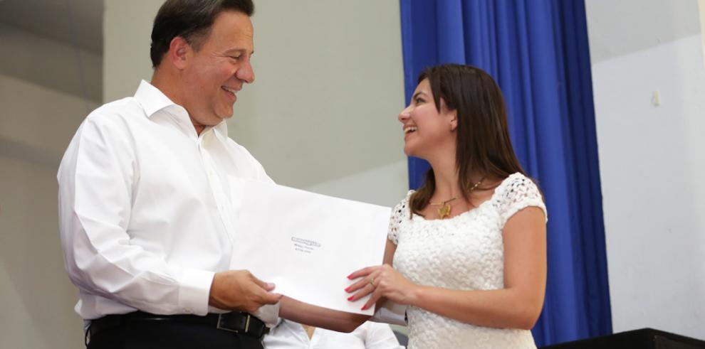 Nombran a los 500 panameños entrenados a través de Panamá Bilingüe