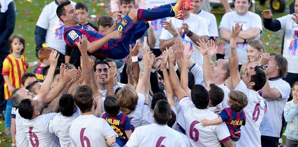 El Camp Nou se rinde ante Xavi Hernández