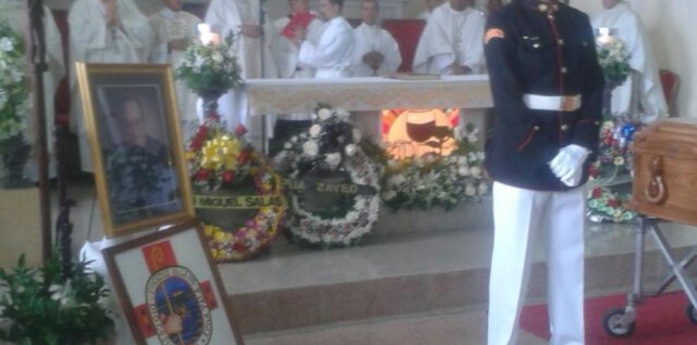 Feligreses despiden a monseñor Carlos María Ariz