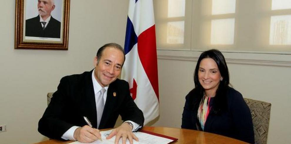Jesús Sierra toma posesión como embajador de Panamá ante la OEA