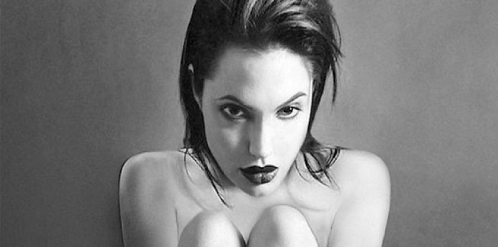 Subastarán fotos de Angelina Jolie desnuda cuando tenía 20 años