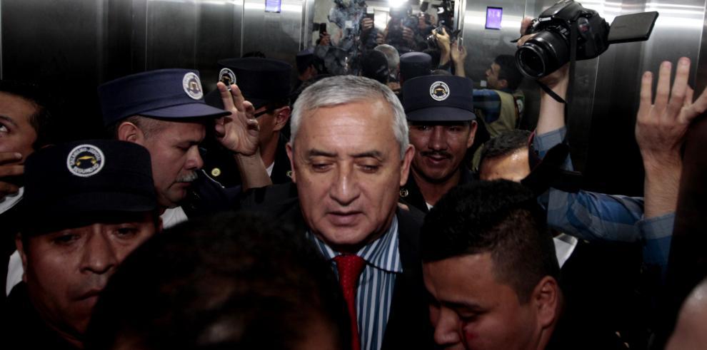 Fiscalía imputa tres delitos por corrupción a Otto Pérez Molina