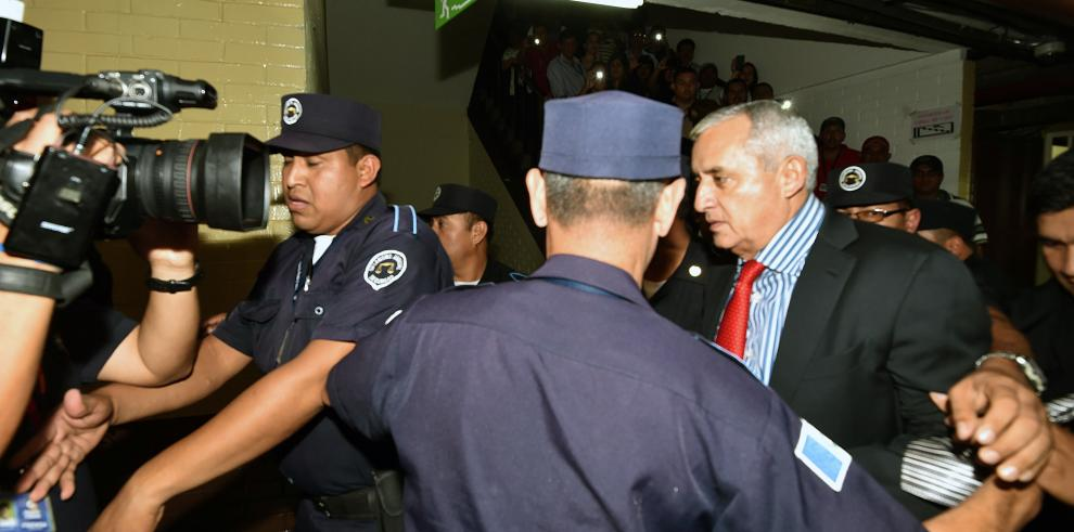 Otto Pérez Molina llega al tribunal por el caso