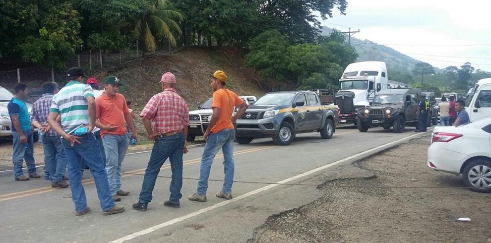 Arroceros cierran la Panamericana, piden al Gobierno que compre el rubro