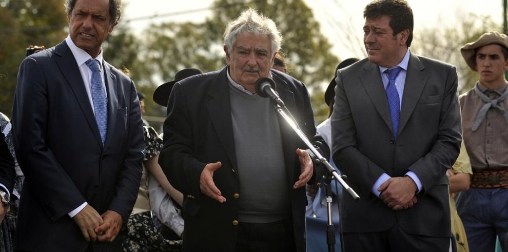 Mujica arropa al oficialista Sciolipor la Presidencia argentina