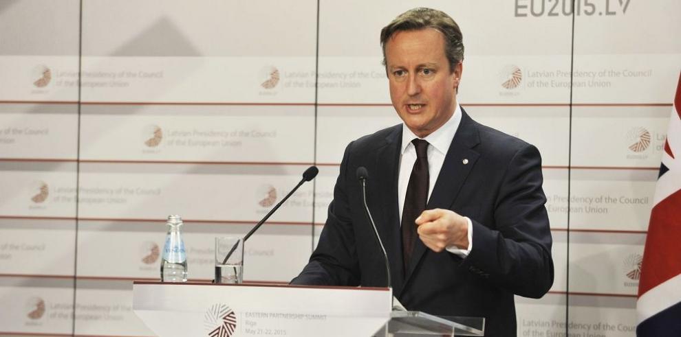 Cameron congelará sueldos de funcionarios