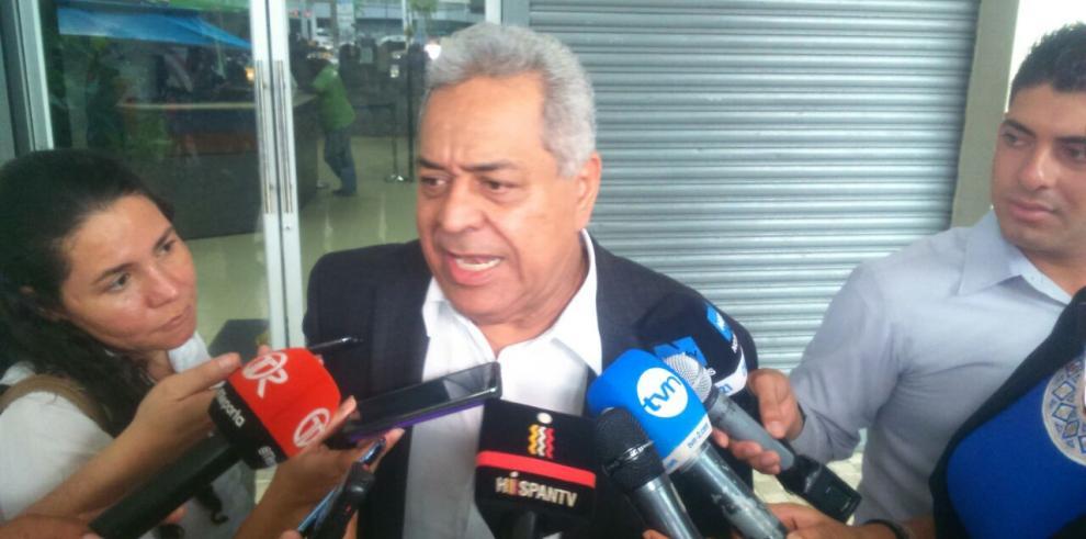 Abogado Pérez dice que declaraciones de Salerno son un cuento chino