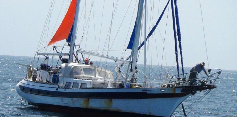 Rescatan un velero que hacia travesía de Isla de Pascua a Panamá