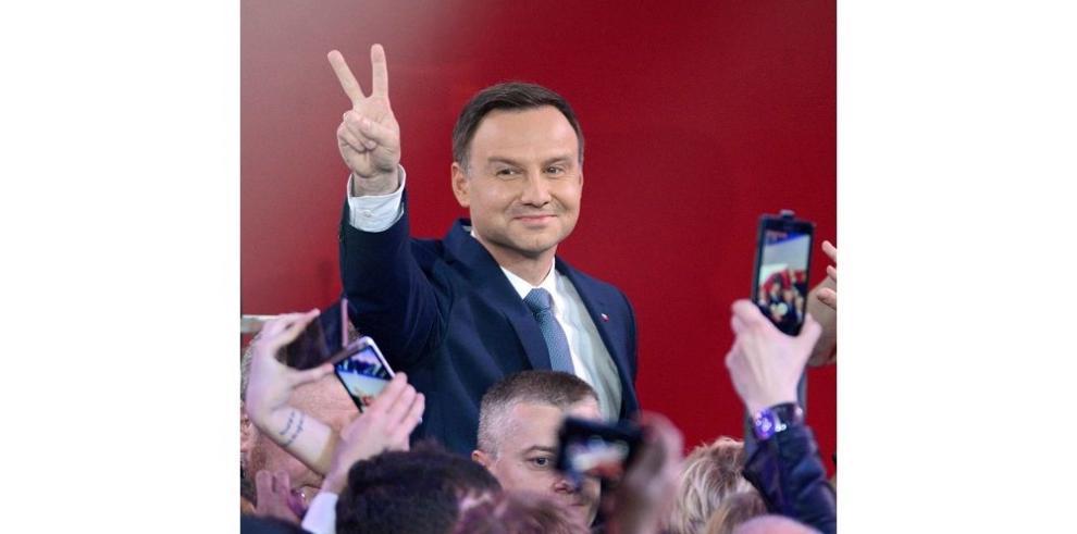 Andrzej Duda gana elecciones en Polonia