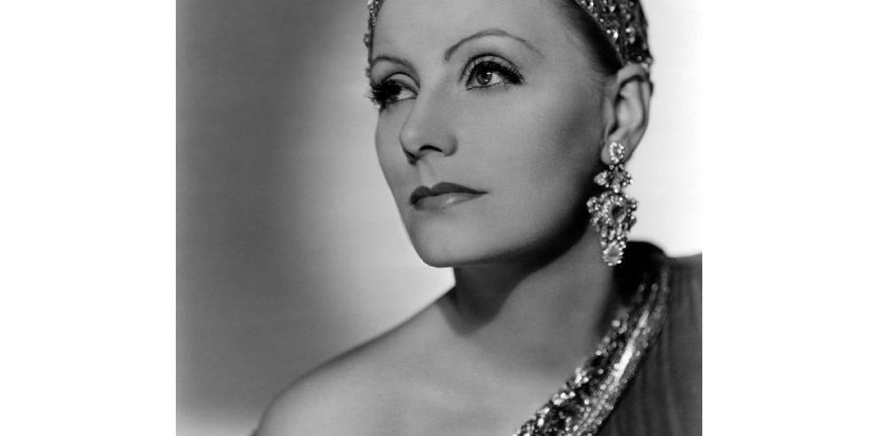 En los pies de Greta Garbo