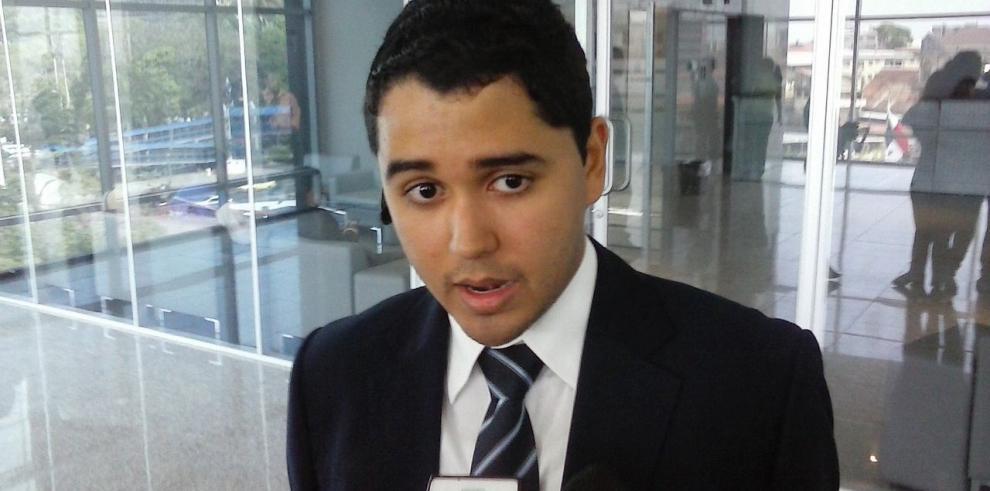 Presentan denuncia contra Ayú Prado y su suplente