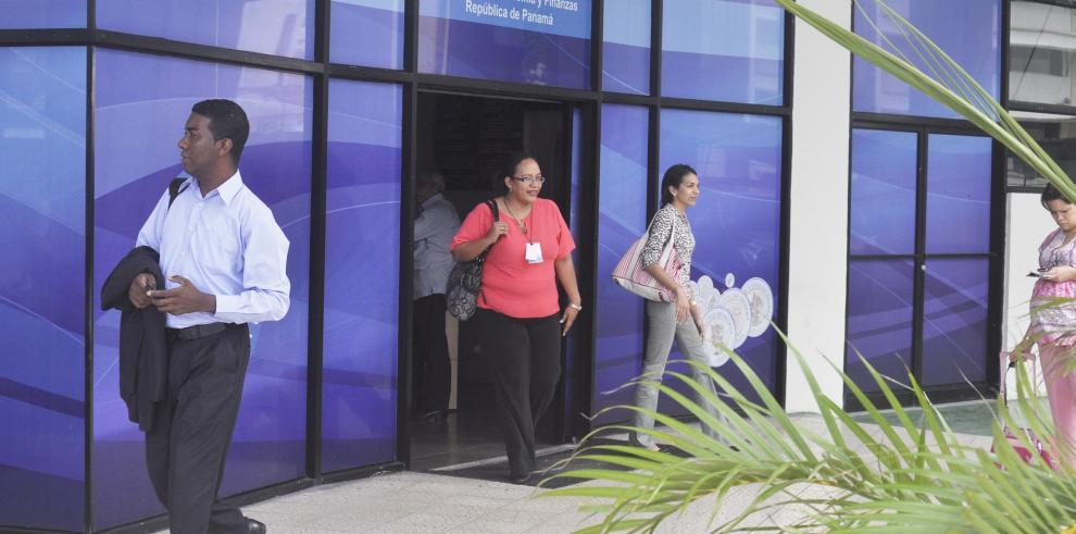 Ordenan el cierre de oficinas públicas desde el 2 de abril
