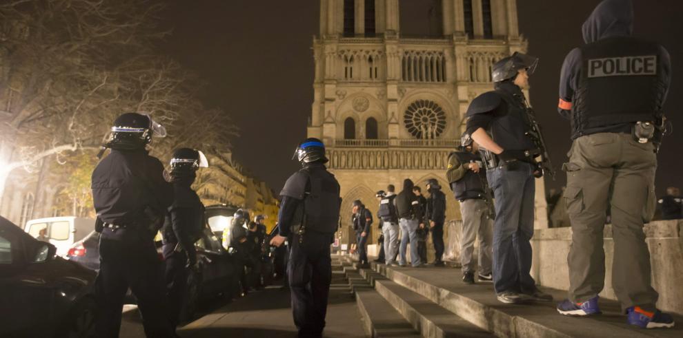 Indignación mundial por ataques terroristas en París
