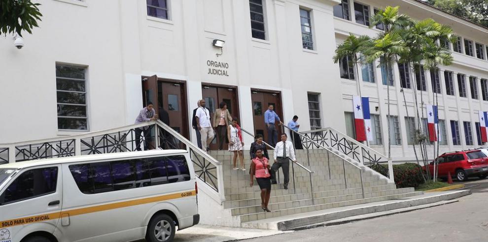 Fiscalía detiene a funcionarios judiciales por cobro de coimas