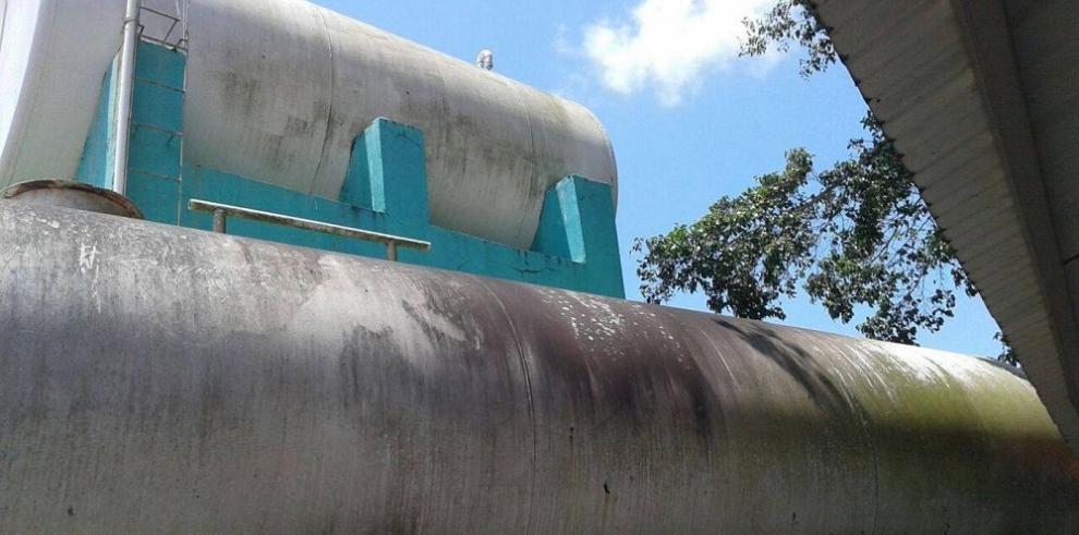 Temen contaminación en tanques de agua