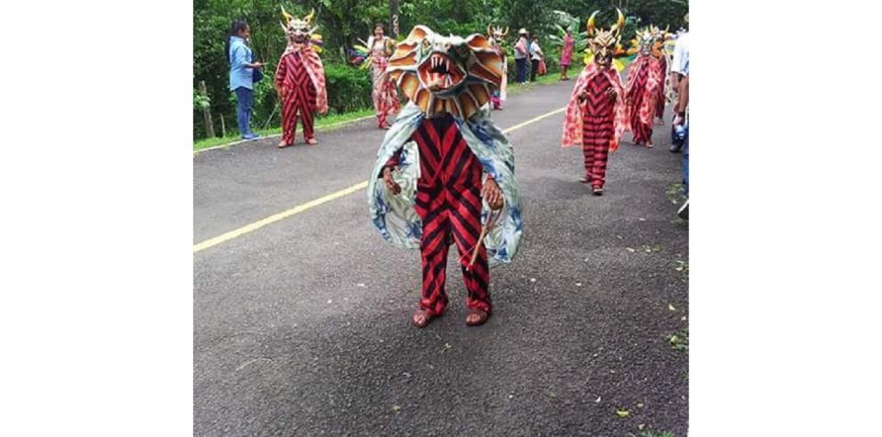 Coclesanos cierran el mes de la patria con desfiles