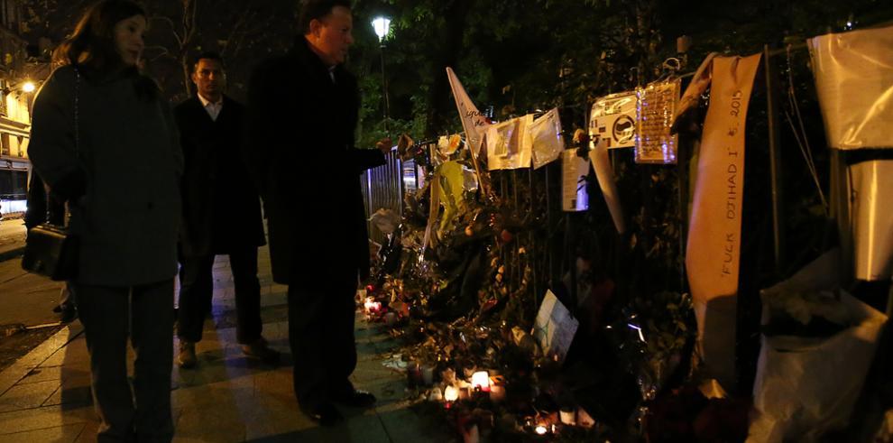 Delegación panameñahonra memoria de víctimas de atentados en París