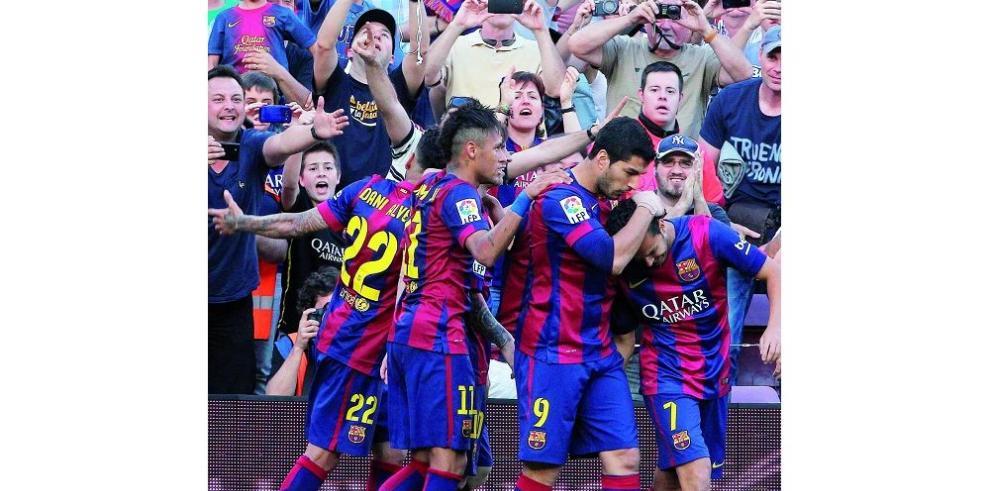 Real Madrid tropieza y Barca roza el título