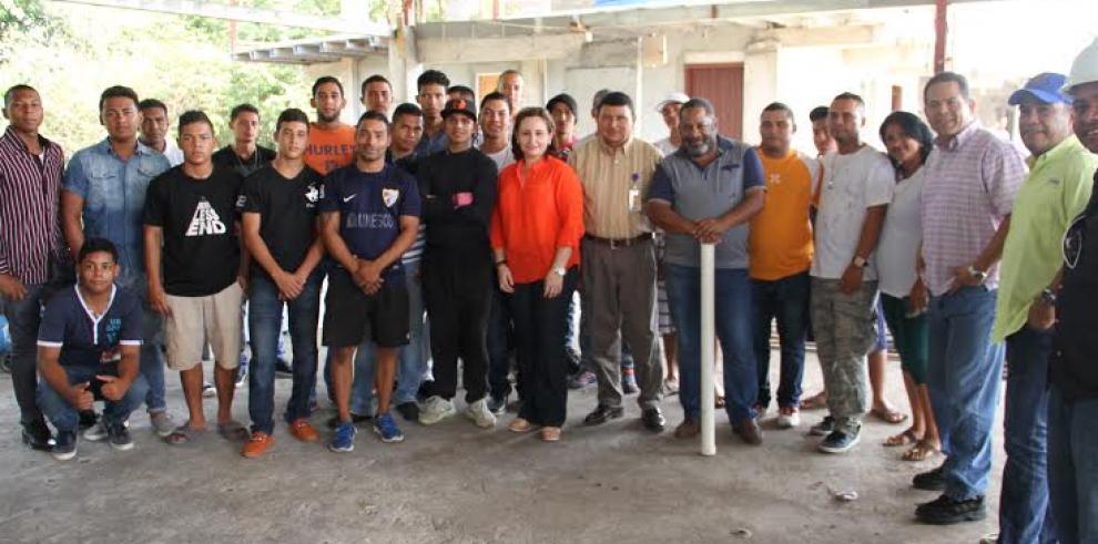 Procuradora se reúne con jóvenes del Centro Sarepta en Veraguas