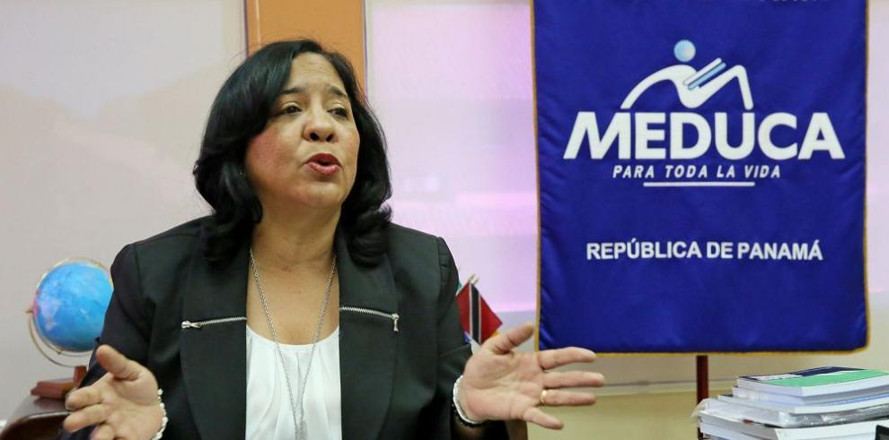 Ministra defiende decreto sobre títulos