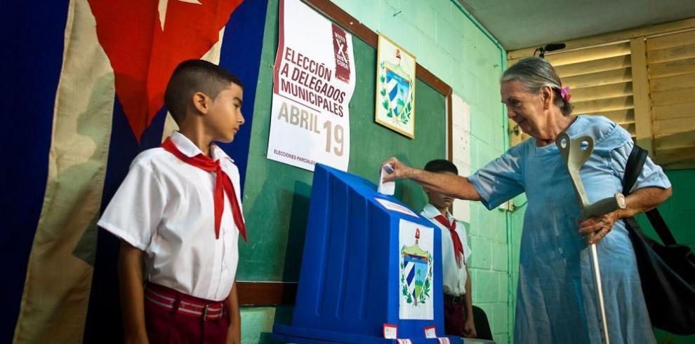 Dos opositores participan en elecciones municipales