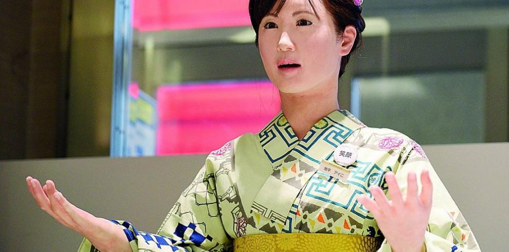 Mujer androide atiende almacenes en Tokio