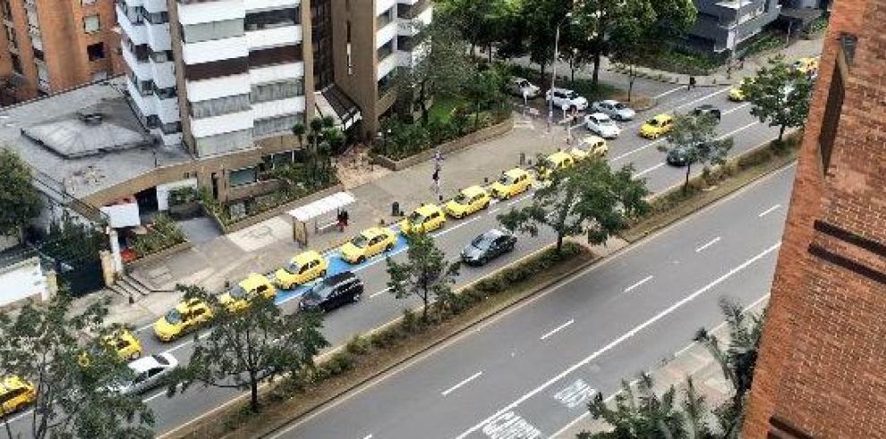 Transportistas de Bogotá exigen la salida de Uber