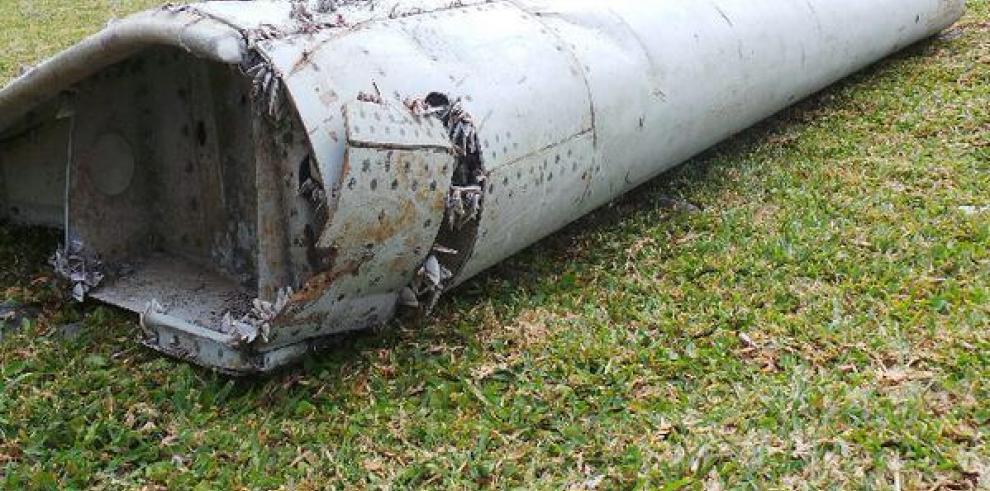 Malasia envía un equipo para identificar restos del avión MH370