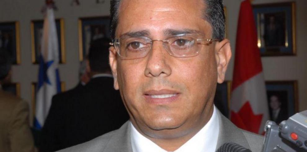 Destituyen a Rogelio Paredes de la Asamblea