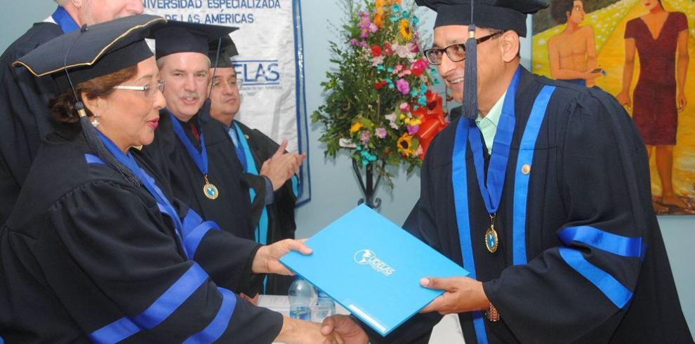 Radiólogos obtienen maestría en Udelas
