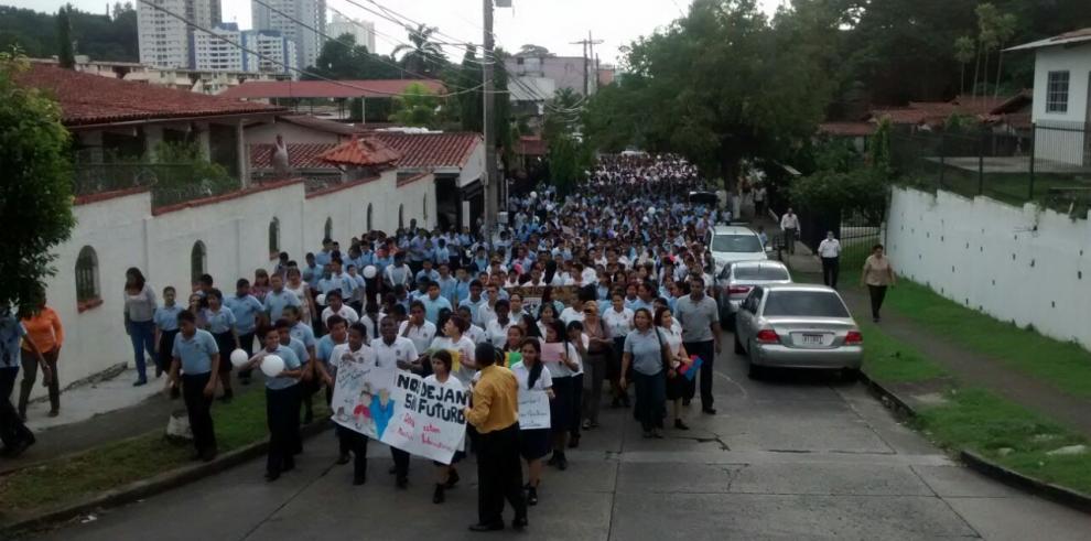 Estudiantes del Instituto América exigen mejoras al plantel