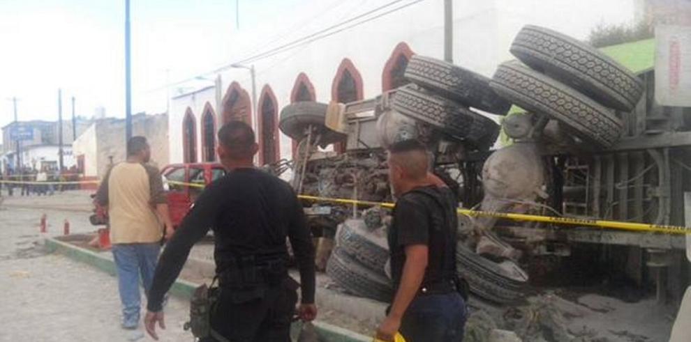 Más de 12 muertos al embestir un camión a grupo de peregrinos
