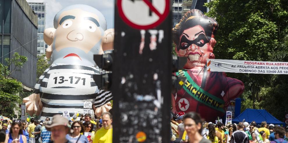 Brasileñosexigen la renuncia de la presidenta Dilma Rousseff