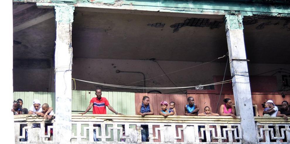 Colón apuesta por el turismo y el consumo, hastiada de promesas